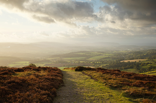 Scenics - Nature「Bridleway on hilltop with coutryside views below at sunset.」:スマホ壁紙(0)