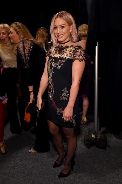 Hilary Duff「Monique Lhuillier - Backstage - Fall 2016 New York Fashion Week: The Shows」:写真・画像(16)[壁紙.com]