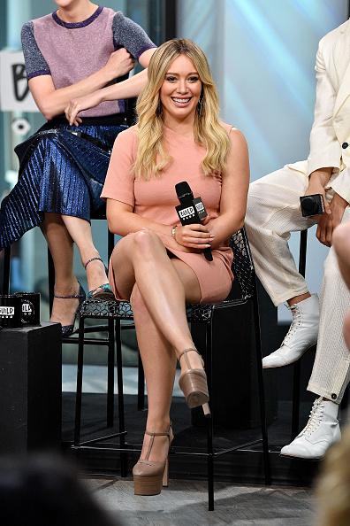 ヒラリー・ダフ「Build Presents Sutton Foster, Hilary Duff, Debi Mazar, Miriam Shor, Molly Bernard, Nico Tortorella & Peter Hermann Discussing 'Younger'」:写真・画像(9)[壁紙.com]