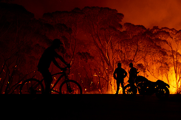 Topix「Evacuation Notices Issued Across NSW As Firefighters Prepare For Dangerous Bushfire Conditions」:写真・画像(1)[壁紙.com]