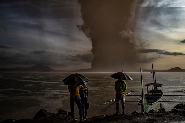 Bestof「Taal Volcano Erupts In The Philippines」:写真・画像(8)[壁紙.com]