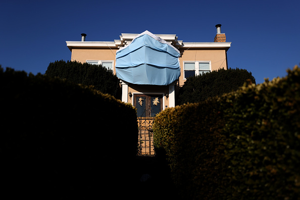 Infectious Disease「Homeowner In San Francisco Displays Massive Face Mask Over House」:写真・画像(18)[壁紙.com]