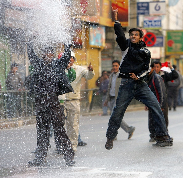 Spraying「Pro Democracy Protests Continue in Kathmandu」:写真・画像(15)[壁紙.com]