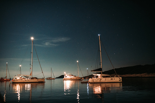 Mediterranean Sea「Night sky over moored sailing boat」:スマホ壁紙(19)