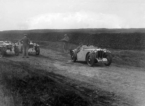 Country Road「Cream Cracker Team MG PAs of Maurice Toulmin and Jack Bastock, Sunbac Inter-Club Team Trial, 1935」:写真・画像(3)[壁紙.com]