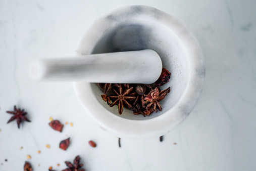 Star Anise「Marble mortar and pestle with star anise (Illicium verum)」:スマホ壁紙(1)