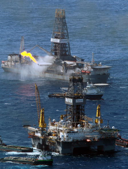 Deepwater Horizon「Gulf Coast Battles Continued Spread Of Oil In Its Waters And Coastline」:写真・画像(15)[壁紙.com]