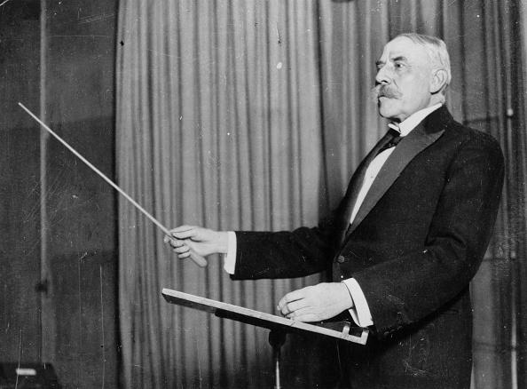 Musical Conductor「Elgar Conducts」:写真・画像(3)[壁紙.com]