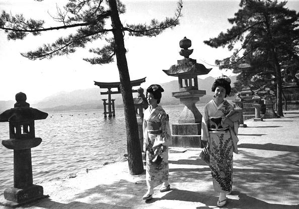 Famous Place「Strolling Geishas」:写真・画像(15)[壁紙.com]