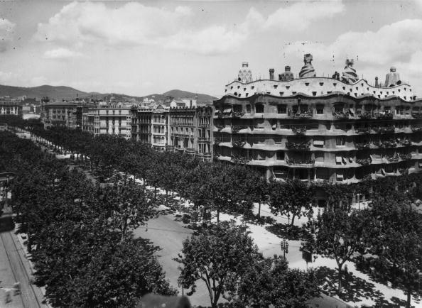 Monochrome「Casa Mila」:写真・画像(11)[壁紙.com]