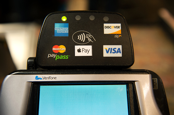 Paying「220,000 Stores Start Accepting Apple Pay」:写真・画像(0)[壁紙.com]