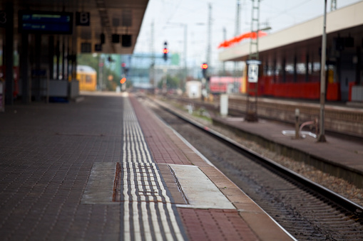 Railway「鉄道駅のプラットフォーム」:スマホ壁紙(17)