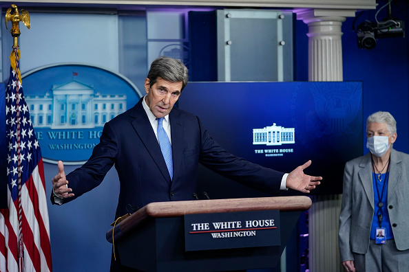John Kerry「Press Secretary Jen Psaki And Climate Change Advisors Hold White House Press Briefing」:写真・画像(11)[壁紙.com]