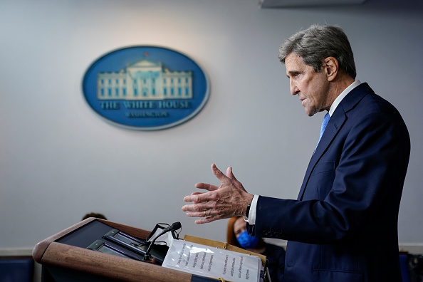John Kerry「Press Secretary Jen Psaki And Climate Change Advisors Hold White House Press Briefing」:写真・画像(9)[壁紙.com]