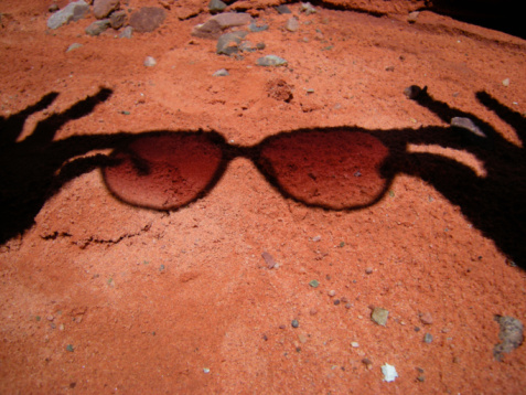 Buenos Aires「Shadow of a person holding sunglasses」:スマホ壁紙(4)