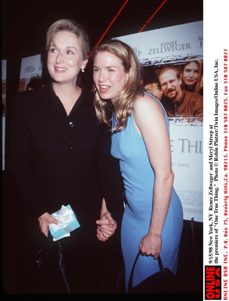 Blue「Renee Zellweger And Meryl Streep At The Premiere Of One True Thing」:写真・画像(18)[壁紙.com]