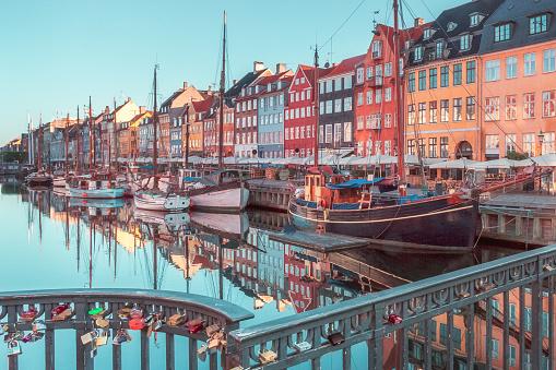 Danish Culture「Nyhavn, Copenhagen, Denmark」:スマホ壁紙(13)