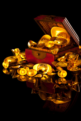 Better fortune「Precious Chinese traditional currency gold yuanbao ingots and box」:スマホ壁紙(9)