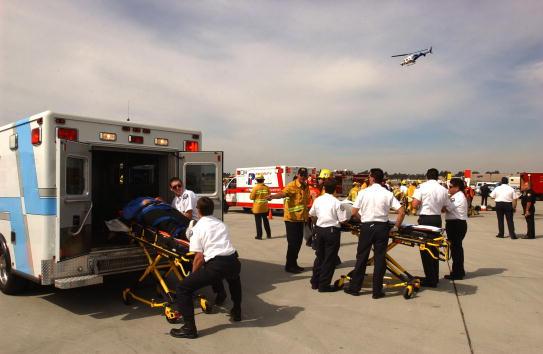 Arizona「Drill Simulates Aircraft Disaster at John Wayne Airport」:写真・画像(4)[壁紙.com]