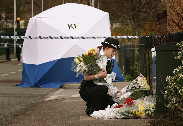 英国 ロンドン「Teenage Boys Dies After Double Stabbing In East London」:写真・画像(10)[壁紙.com]