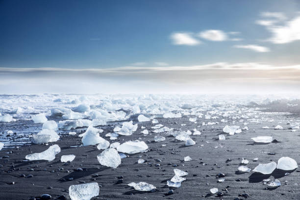 Glacier in Iceland - Blue icebergs floating in the lagoon:スマホ壁紙(壁紙.com)