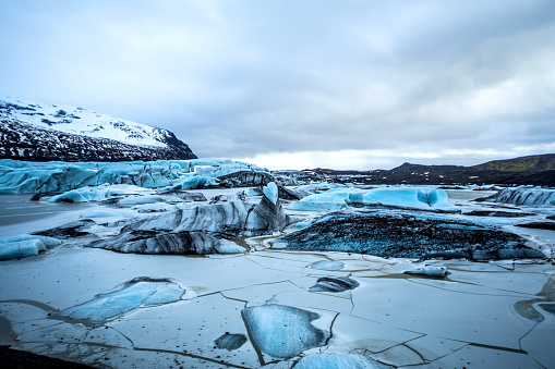 Frozen「Glacier in Iceland - Blue icebergs floating in the lagoon」:スマホ壁紙(5)