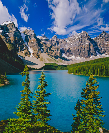 Moraine Lake「Mountain range in Banff NP part of the Canadian Rockies」:スマホ壁紙(15)