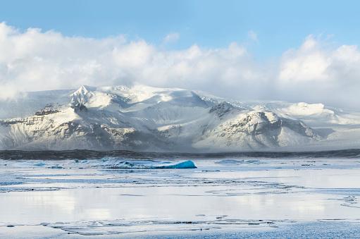 Volcanic Landscape「Mountain range by Jokulsarlon lake during winter」:スマホ壁紙(11)
