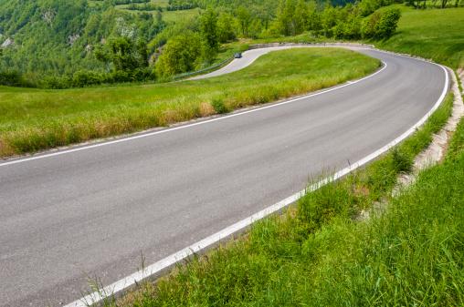 Hairpin Curve「Hairpin bend in a winding road thru green countryside」:スマホ壁紙(0)