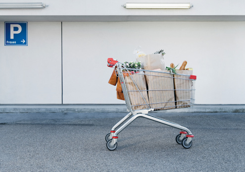 Parking Lot「Germany, Shopping cart with groceries」:スマホ壁紙(7)