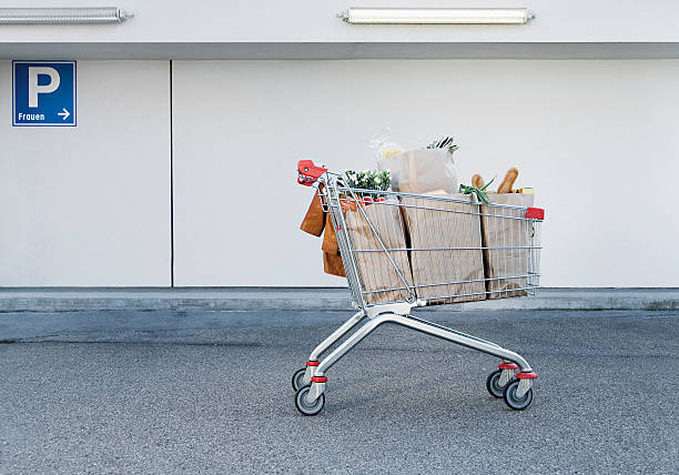 Germany, Shopping cart with groceries:スマホ壁紙(壁紙.com)
