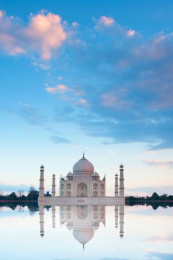 Taj Mahal「Long view of famous monument.」:スマホ壁紙(16)