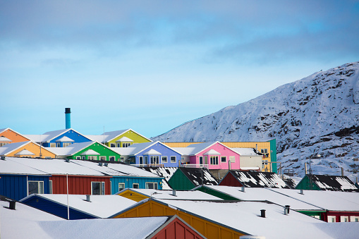 Row House「Colorful houses in town of Ilulissat, Greenland, Denmark」:スマホ壁紙(13)