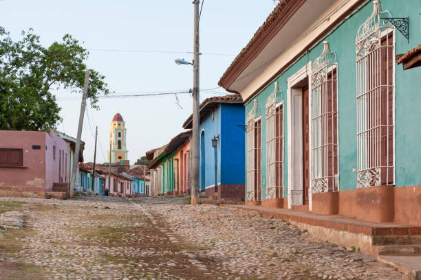 Colorful house in the streets of Trinidad, Cuba:スマホ壁紙(壁紙.com)
