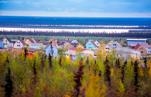 Boreal Forest「Colorful houses of the city of Inuvik in the Northwest Territories - Mackenzie River visible in the background - Arctic Canada」:スマホ壁紙(12)