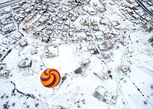 気球「Colorful hot air balloon over Cappadocia」:スマホ壁紙(0)