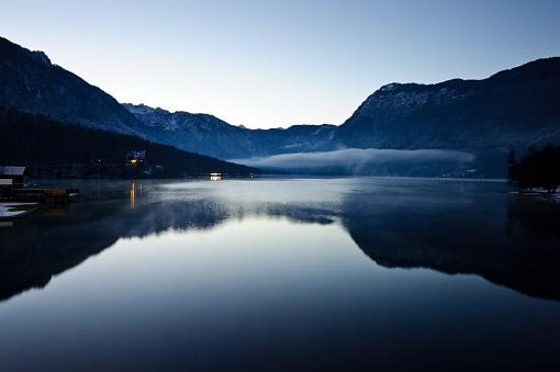 Julian Alps「Winter lake Bohinj」:スマホ壁紙(14)