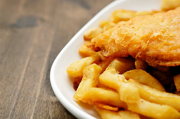 plate of traditional English fish and chips:スマホ壁紙(壁紙.com)