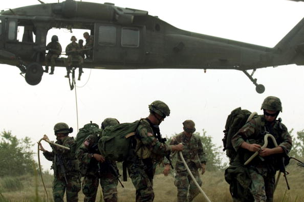 USA「Army Conducts Helicopter Rope Training」:写真・画像(9)[壁紙.com]