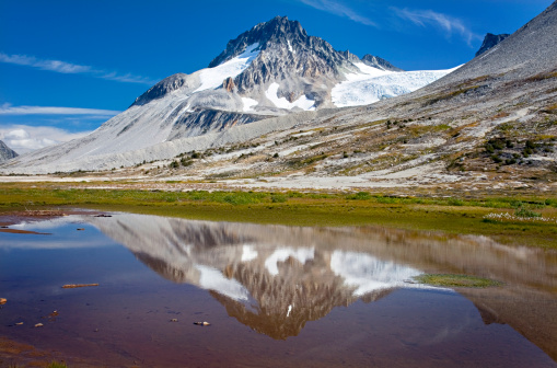 明るい色「Mount Ethelweard 2819 m (9249 ft) reflected in waters of Salal Creek at Athelney Pass, Coast Mountains British Columbia Canada」:スマホ壁紙(4)