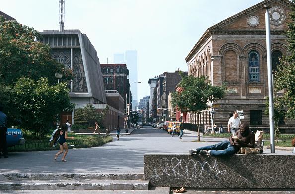 Greenwich Village「Man Sunbathes In Washington Square Park」:写真・画像(9)[壁紙.com]