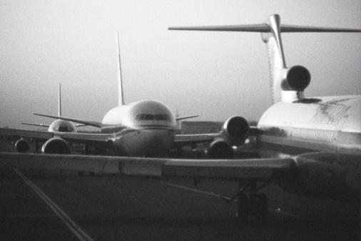 Kennedy Airport「Airplanes on runway」:スマホ壁紙(3)