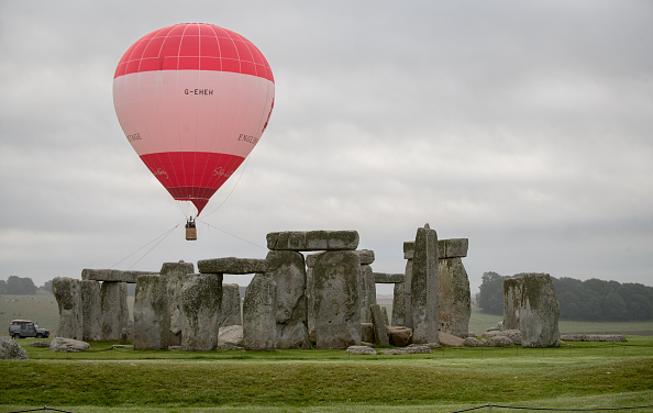 Manufactured Object「English Heritage Launch Stonehenge Hot Air Balloon Competition」:写真・画像(12)[壁紙.com]