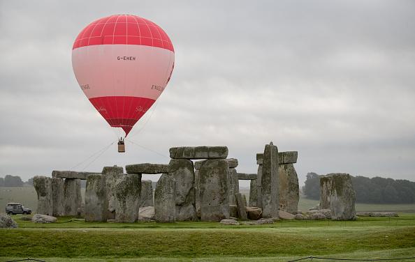 Travel Destinations「English Heritage Launch Stonehenge Hot Air Balloon Competition」:写真・画像(6)[壁紙.com]