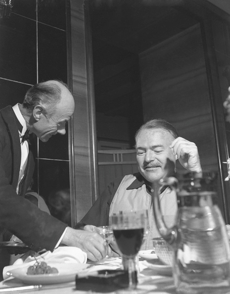 Tail Coat「Hemingway And The Waiter」:写真・画像(6)[壁紙.com]