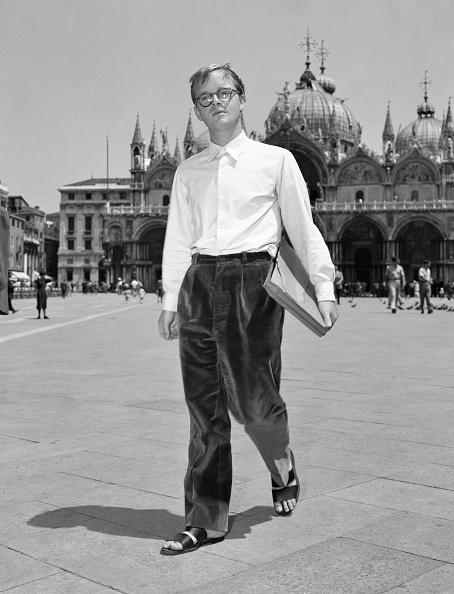Truman Capote「Walking In St. Mark Square」:写真・画像(12)[壁紙.com]