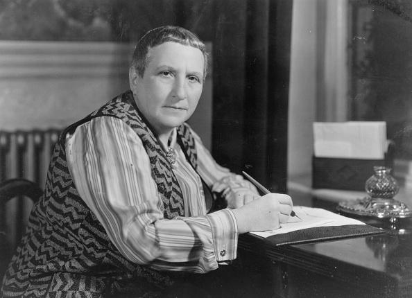 Writing「Gertrude Stein」:写真・画像(1)[壁紙.com]
