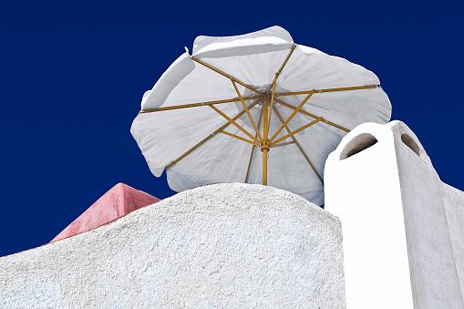 サントリーニ島「White umbrella」:スマホ壁紙(9)