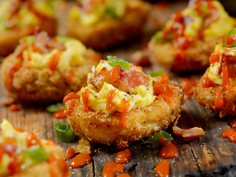 Chili Sauce「Deep Fried Deviled Eggs with Sriracha,Bacon and Green Onions」:スマホ壁紙(17)