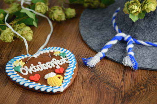 Munich「Oktoberfest Gingerbread Cookie with hat and hop」:スマホ壁紙(3)